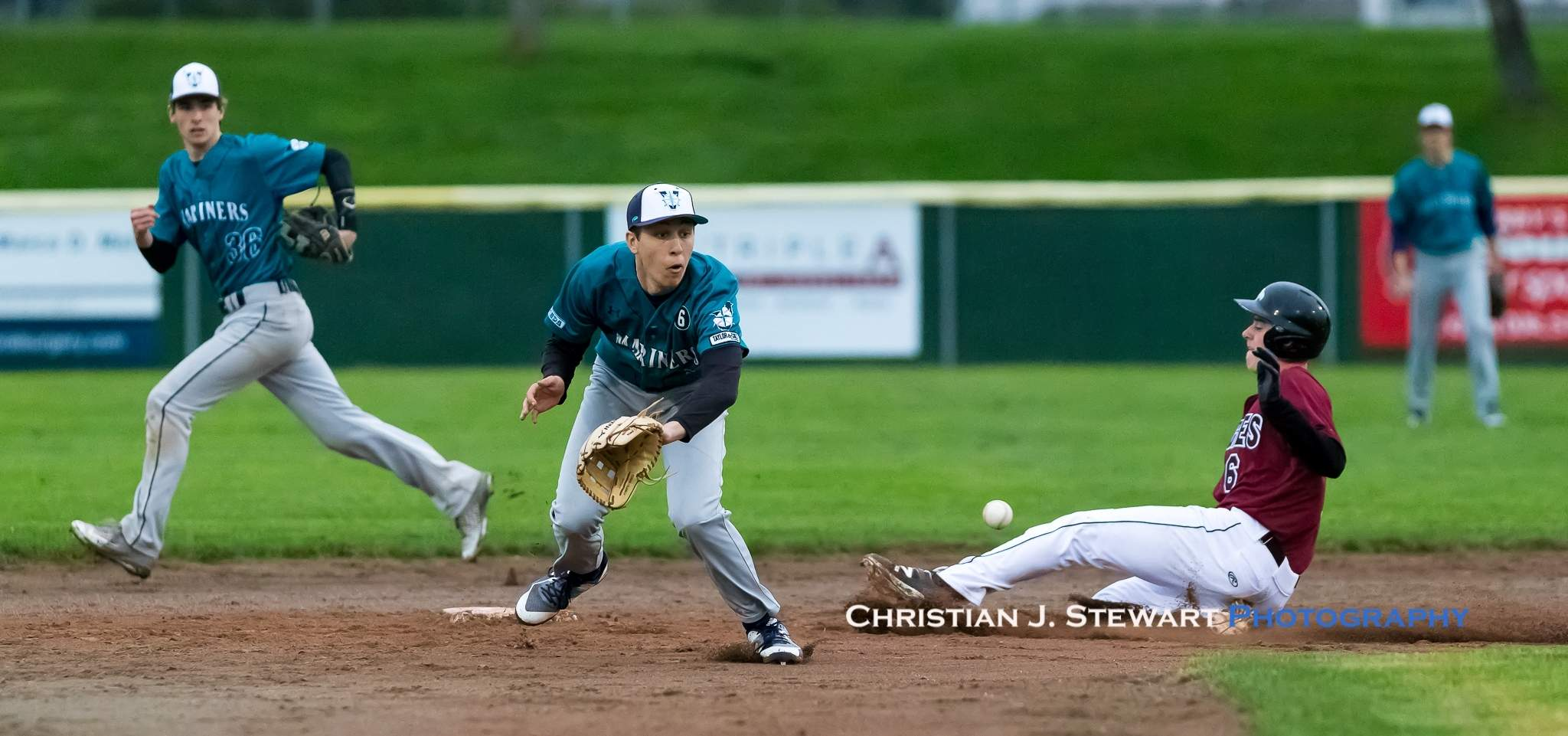 Victoria Mariners shortstop Josh Walker (5) stretches for an errant throw as the Eagles Eric Luchies (6) slides safely into second base Tuesday (Photo: Christian J. Stewart)