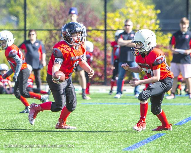 May 4th, 2019 Victoria, BC (SN) - Warrior's starting QB Jacob Hansen works his magic in the back field handing off the ball to teammate Danny Garcia - Erich Eichhorn image ( www.allsportmedia.ca)