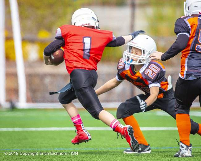 May 4th, 2019 Victoria, BC (SN) - Brenden Byron would dish out a couple of stiff arms on his way to the end zone in a PeeWee Warrior win - Erich Eichhorn image ( www.allsportmedia.ca)