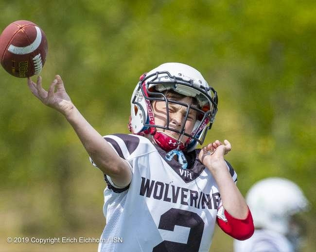 June 23rd, 2019 Ladysmith, BC (ISN) - Wolverine's starting quarterback Keegan McAllister felt the pressure of an aggressive pass rush most of the game in the loss to the Peewee WestShore Warriors - Erich Eichhorn image (www.allsportmedia.ca )
