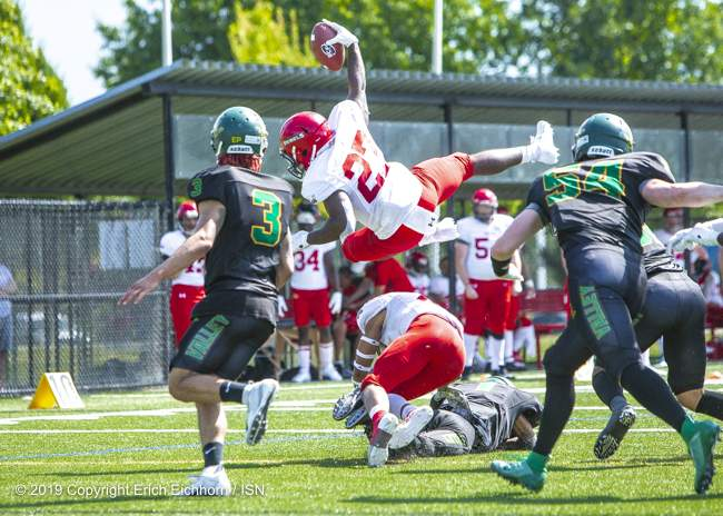 August 4th, 2019 Chilliwack, BC (ISN) - Rebels Zachary Lubin dives for the end zone - Erich Eichhorn image ( www.allsportmedia.ca )