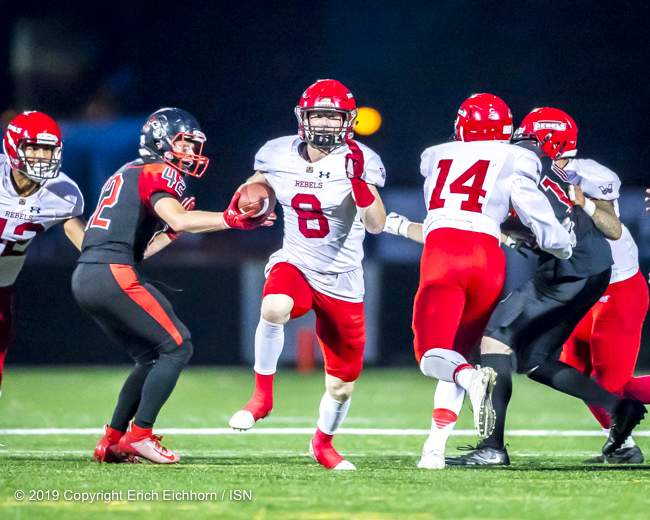 August 10, 2019 Victoria, BC (ISN) - Rebels' Byron MacKinnon carries the ball for a TD on a faked punt attempt - Erich Eichhorn ( www.allsportmedia.ca)