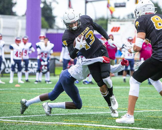 September 22, 2019. Victoria, BC (ISN) - Spartan's Carter Price breaks the plane for the TD with a second effort - Erich Eichhorn (www.allsportmedia.ca)