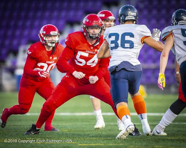 October 5, 2019 Victoria, BC (ISN) - Rebel's offensive lineman Nathan Eldridge provides some needed coverage - Erich Eichhorn (www.allsportmedia.ca)