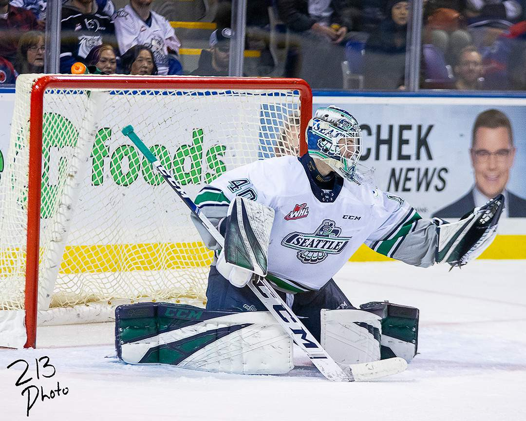 Blake Lyda makes a glove save. Photo by Nathanael Laranjeiras