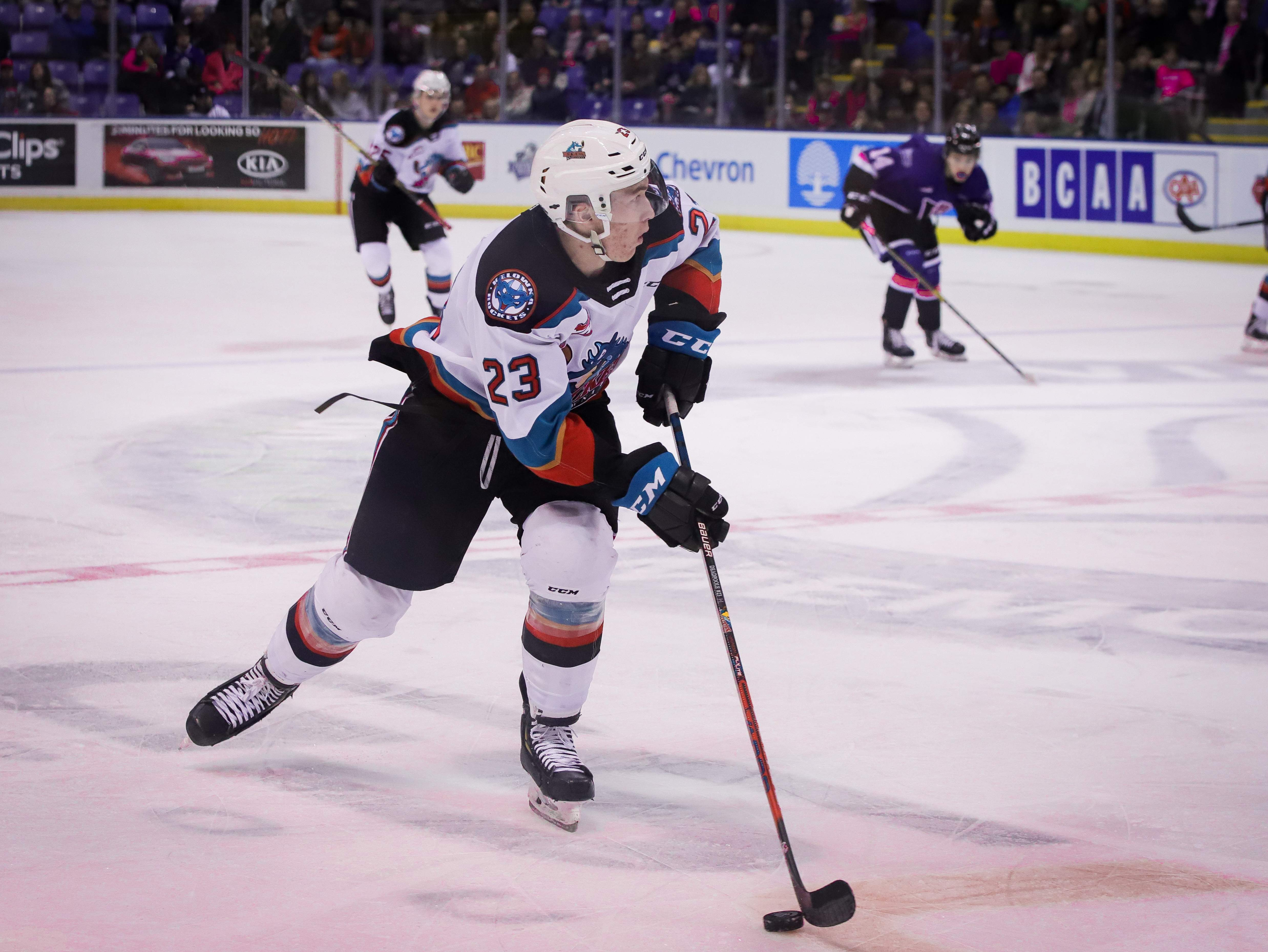 Jake Poole carries the puck up for Kelowna. Photo by Nathanael Laranjeiras